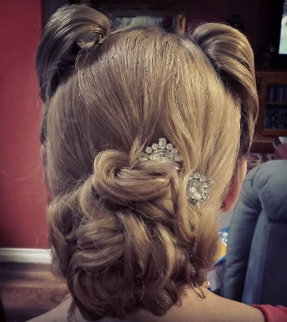 wedding hair styles - Victory rolls 01